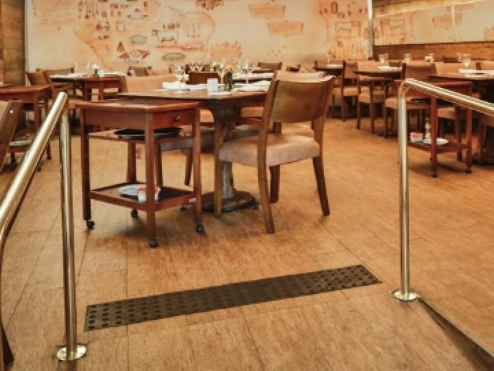 case study paulis restaurant